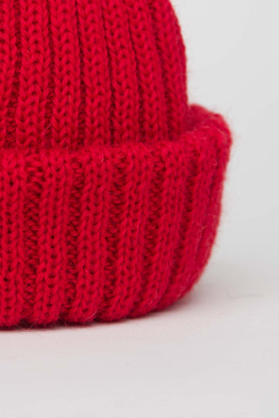 Red Dobbo (short knitted beanie)
