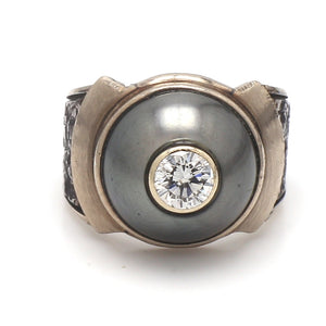 Gaia Pelikan, Diamond and Pearl Ring