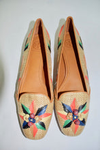 Load image into Gallery viewer, Tory Burch | Beige Raffia Flat w/embroidered detailing Sz 9