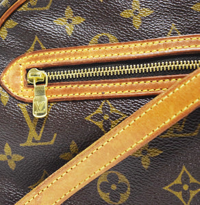 Louis Vuitton | Crossbody with Top Zipped Closure
