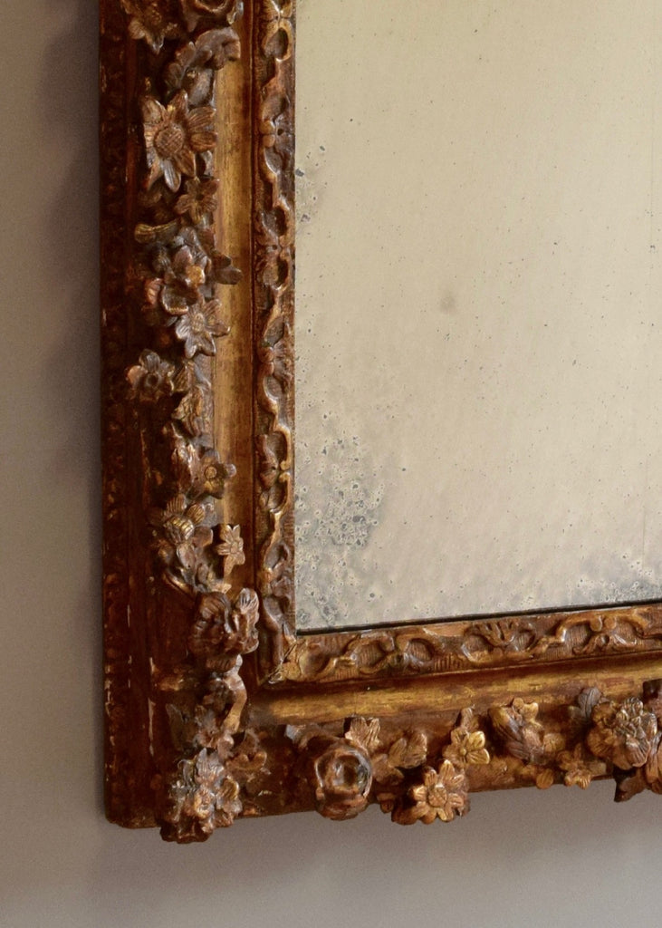 17th Century Carved Giltwood English Mirror