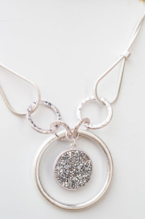 Short Silver and Glittery Circular Necklace