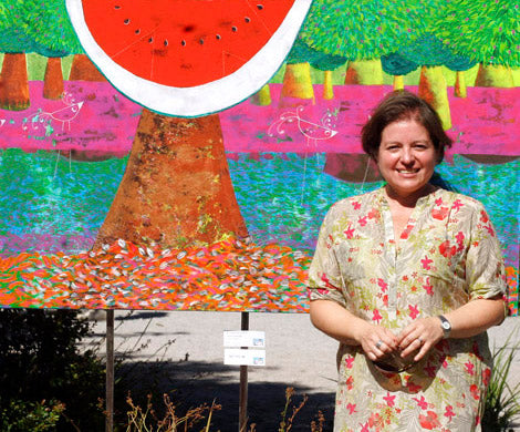 Cristina Vera Aguilar and her painting