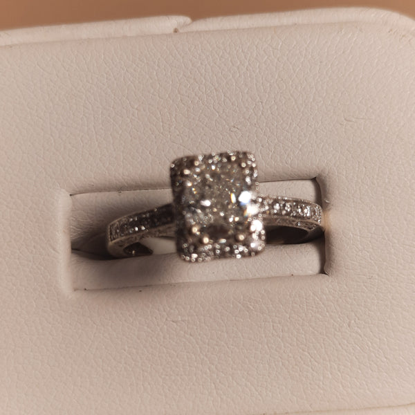 18K white gold and diamond engagements ring