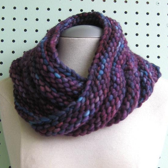 Mobius Scarf Knitting Pattern Free : Bulky Mobius Cowl Pattern - FREE   Knit-O-Matic