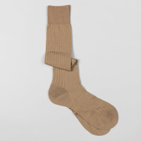 LABURNUM MERINO WOOL DRESS SOCKS DARK CAMEL