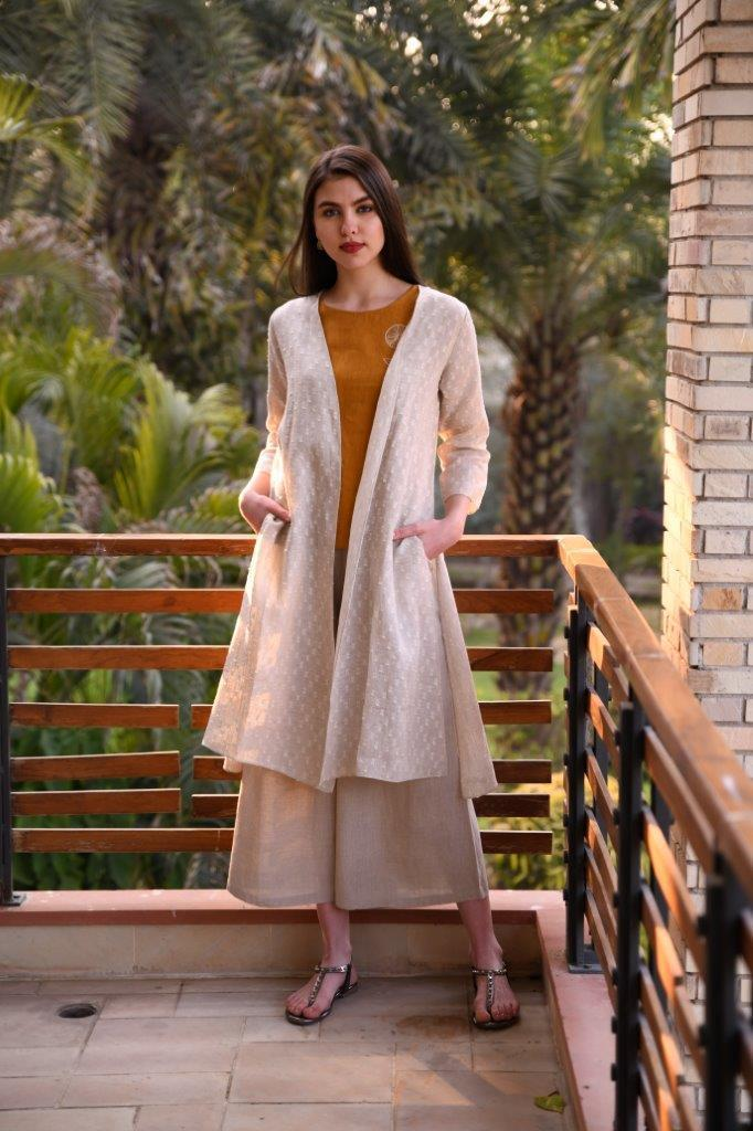 Linen Bloom Capes Linen dobby beige cape