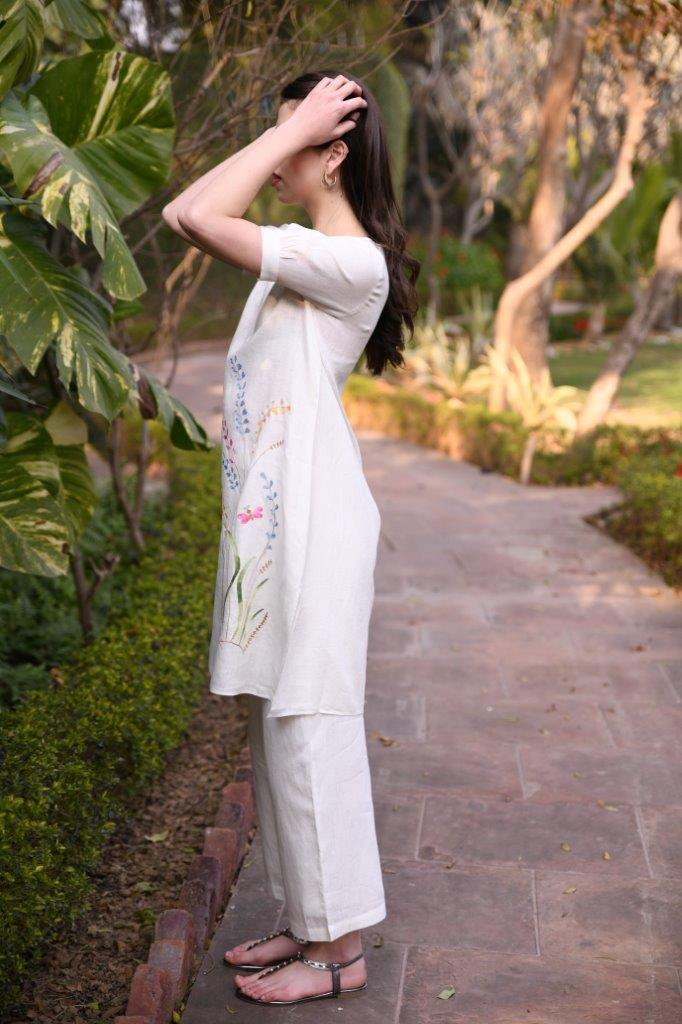 Linen Bloom Tunics Straight tunic in ivory linen