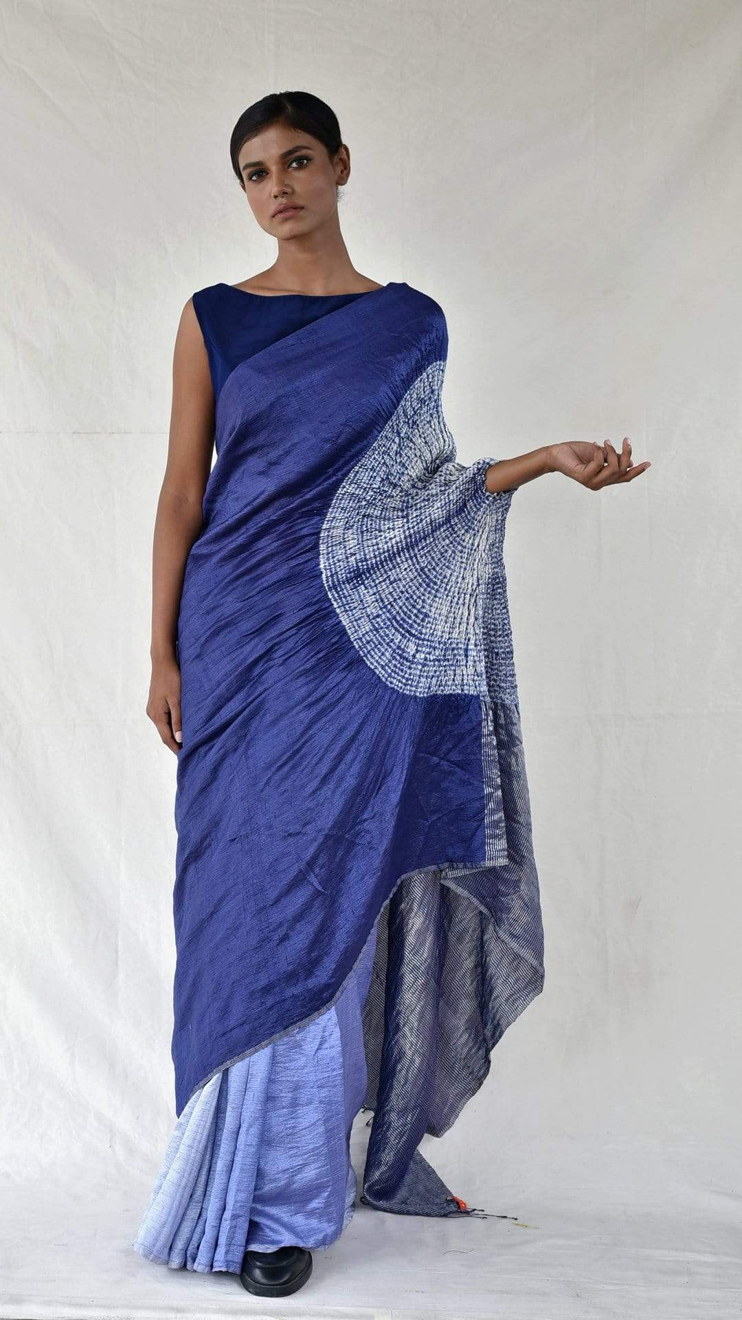 Medium Sarees Blue Ombre Metallic Handsfree Saree
