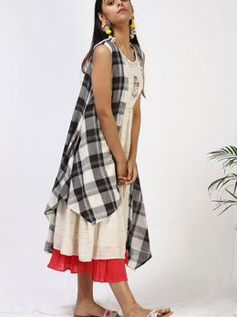 Silai Chequered Cape Maxi Set