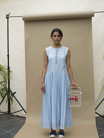 Long Sleeveless Dress with Pleats