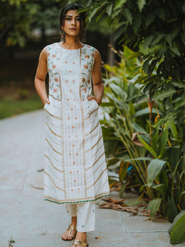 White Sleeveless Embroidered Kurta Set