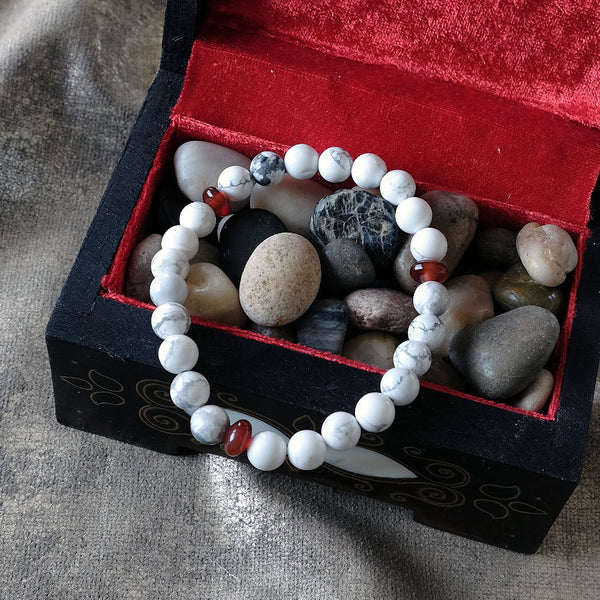 Akiki™ Howlite Bracelet - Elastic natural healing crystal bracelet - Customizable in length and bead size - Free jewelry pouch - Saatwa