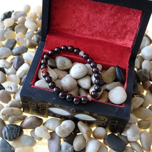 Akiki™ Garnet Bracelet for Passion • Fire • Love • Joy • Energizing - Elastic - Natural crystals - Customizable - Free jewelry pouch - Saatwa