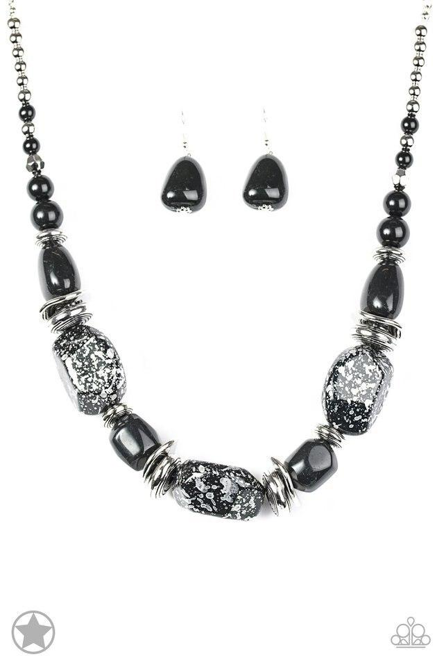 Paparazzi Necklace Blockbuster - In Good Glazes - Black