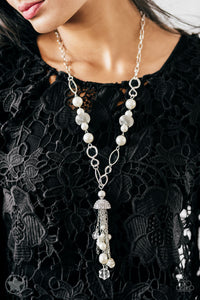 Paparazzi Necklace Blockbuster - Designated Diva - White