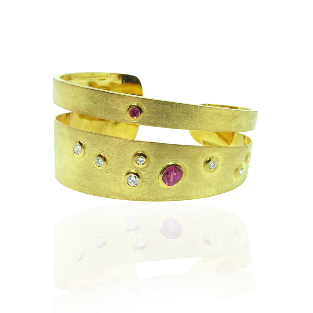 Y/G Bangle with Ruby and Diamond