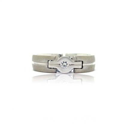 18k White Gold Hinged Diamond Ring