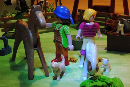 Farm playset with two farmers, horses, a dog and two cats