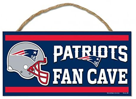 "NEW ENGLAND PATRIOTS NFL ""Fans Cave"" Wood Sign with Rope, 5""x10"""