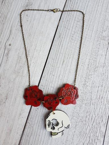 Skull necklace with roses