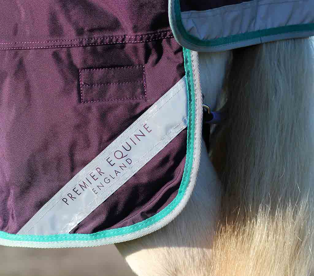 Buster 200g Turnout Rug with Neck Cover - Reflective Close Up