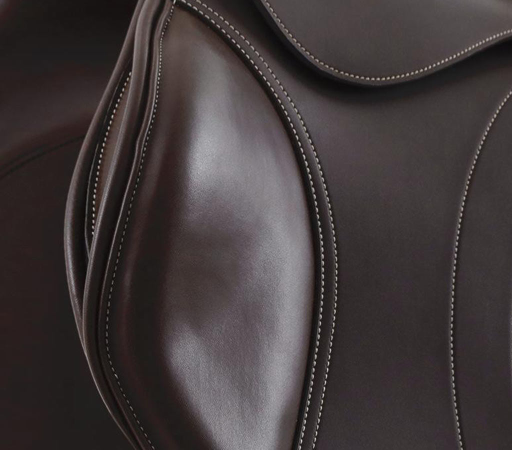 Prideaux Close Contact Jump Saddle - Knee Roll Close Up