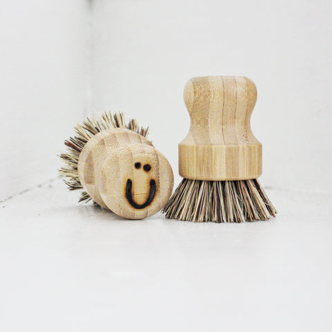 Wooden 'Neil' Pot Brush
