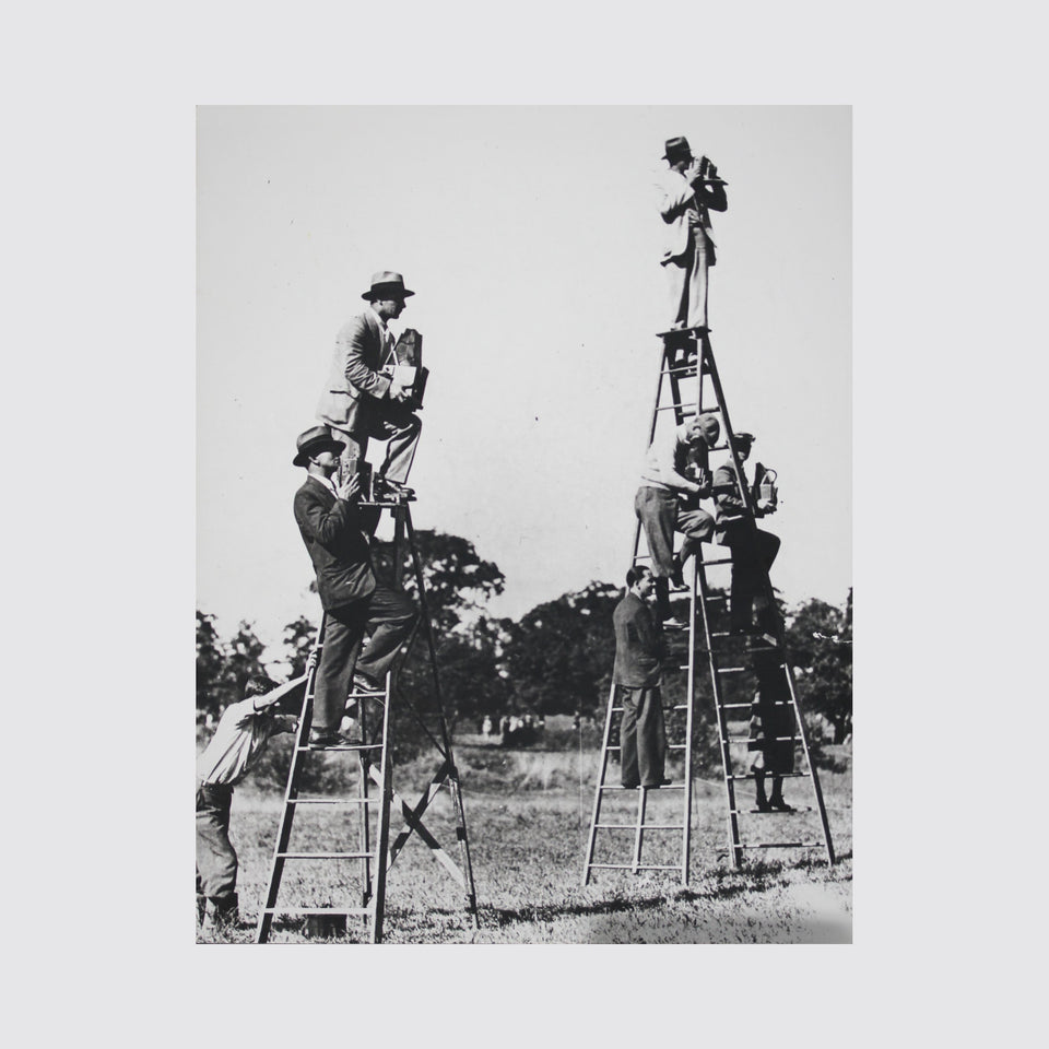 Hélène Roger-Viollet (1901–1985) Press photographers on ladders, France 1940s – Vintage Cameras & Lenses – Coeln Cameras