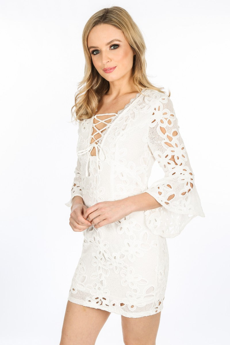 z/815/W1640-_Crochet_Bell_Sleeve_Dress_In_White-2__80107.jpg
