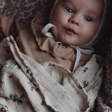 Afbeelding in Gallery-weergave laden, Bluebell muslin swaddle blanket