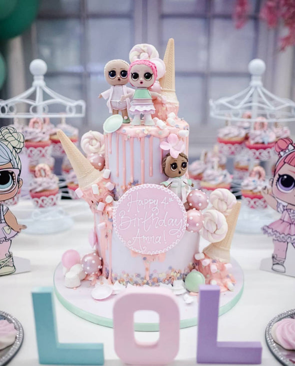 LOL dolls dessert table