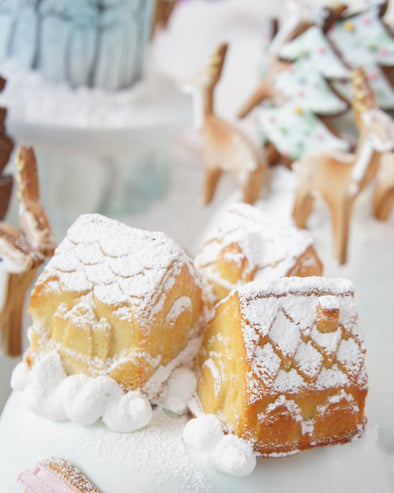 Snowy Cottage Party Bites - Tuck Box Cakes