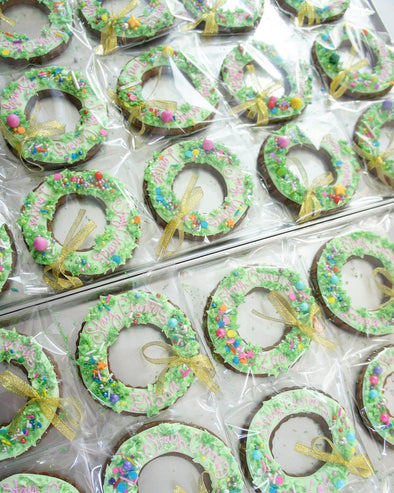 Christmas Wreath Cookies - Tuck Box Cakes