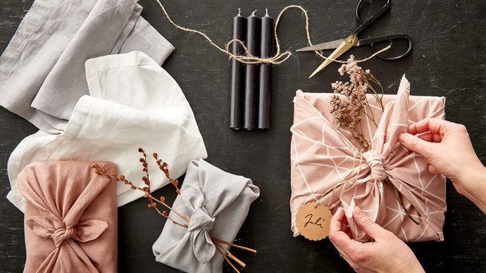 WRAP GIFTS SUSTAINABLY
