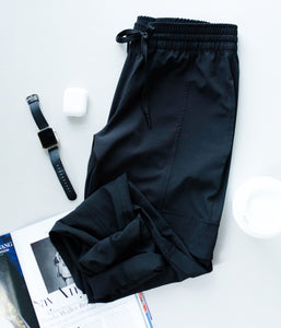 Athleisure Cargo Joggers In Black