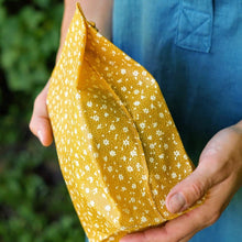 Load image into Gallery viewer, Beeswax Wrap Bag on the go by Bee Baltic