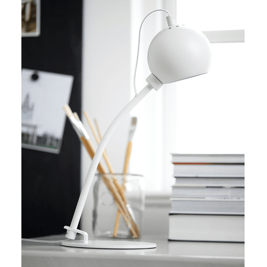Frandsen Lámpara de mesa BALL MAGNET TABLE LAMP WHITE