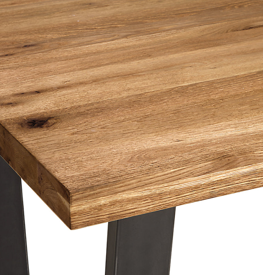 Calia Oak Dining Table 1600 (Extendable) - Oak - Corner Close Up - Furnish