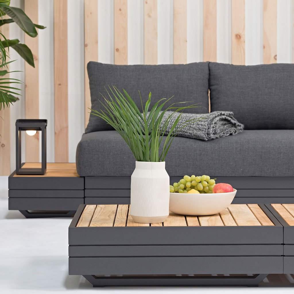 Waiheke outdoor coffee table with fruit display