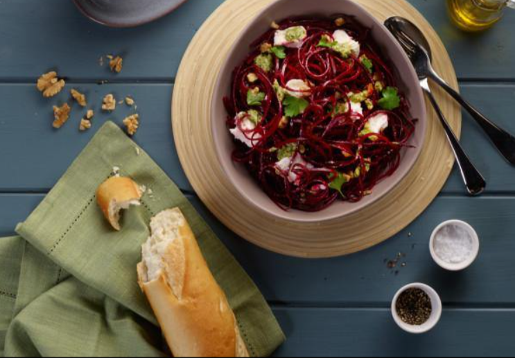 spiralized beetroot salad with bread