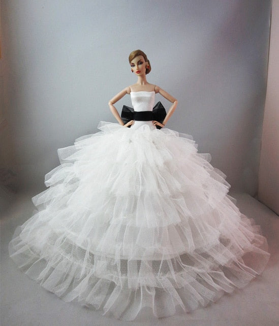 Barbie doll Princess Deluxe trailing wedding dress fantasy kids toys