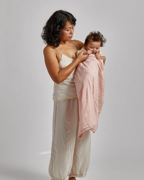 willaby montreal quebec canada biologique organic wrap swaddling blanket couverture d'emmaillotage natural naturel baby bébé