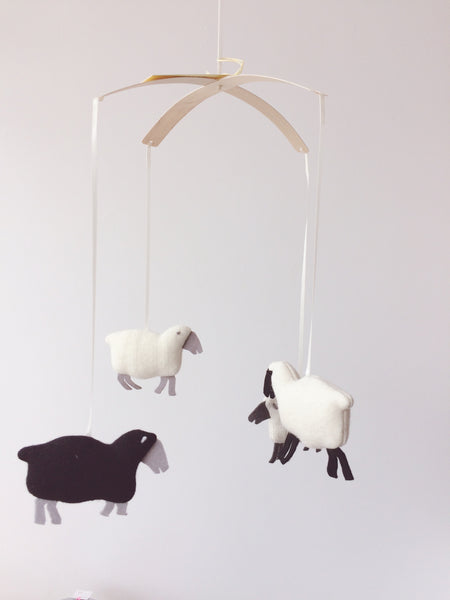 pompom design mobile sheep whool mouton Montreal Canada