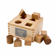 Wooden Story Montreal Quebec Canada cube à formes à empiler naturel jouet d'éveil pour bébés natural shape sorter box baby first toy made in polant wood bois écologique ecologic