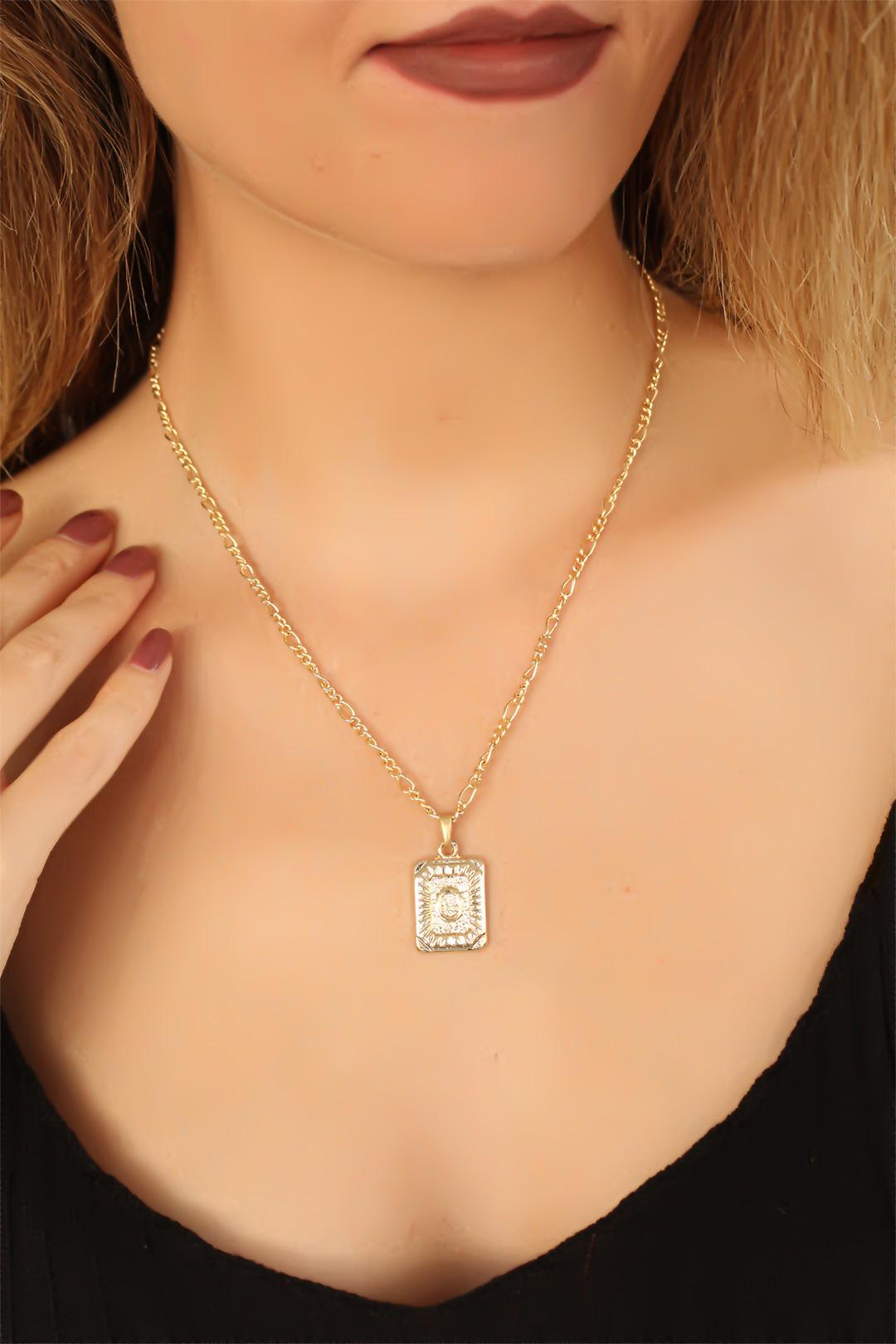 Women's Golden Metal Chain O Letter Necklace