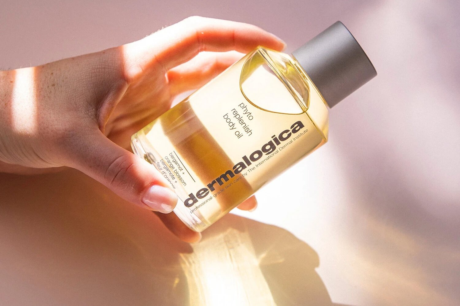 phyto replenish body oil in hand