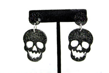Cargar imagen en el visor de la galería, Skull Earrings, retro earring, Skull drop, skull earrings, halloween earrings, halloween accessories