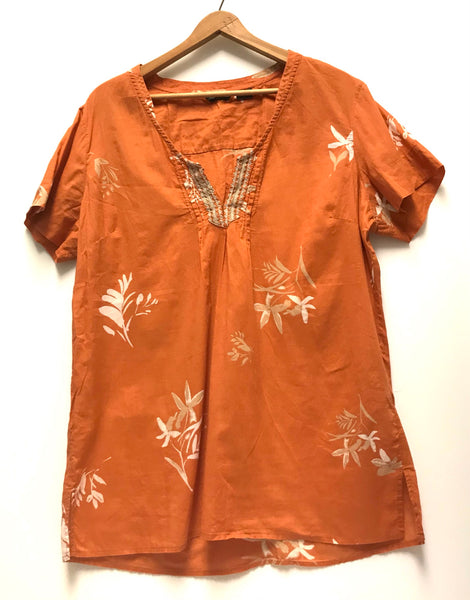 XL / Short Sleeve Shirt / Eddie Bauer / Orange w White Flowers V-Neck Blouse