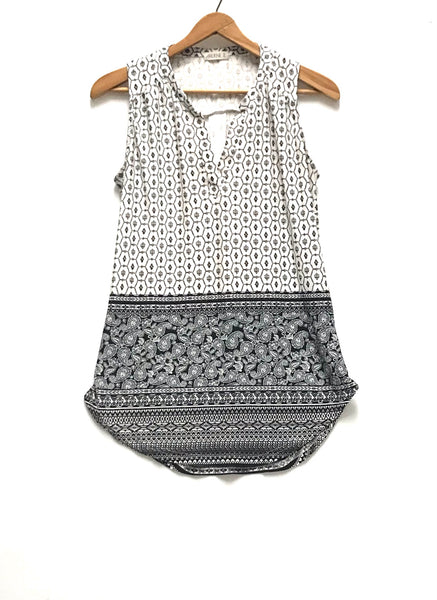 XS / Tank Top Blouse / Ardene / White w Black Paisley V-Neck